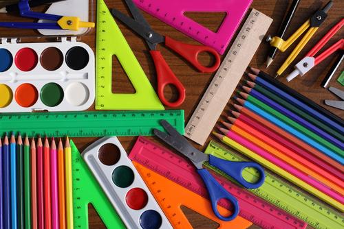Những món đồ dùng học tập quen thuộc trong các lớp học. Ảnh: Shutterstock