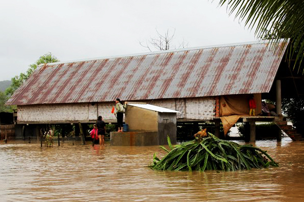 Hàng trăm căn nhà bị ngập do mưa lũ