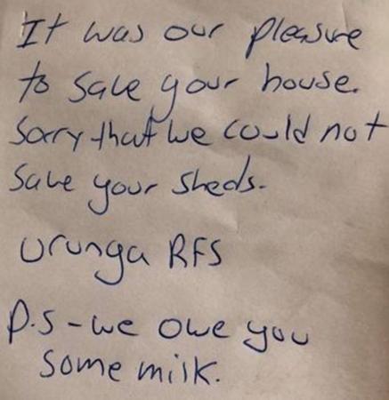 Mảnh giấy nhắn mà Paul Sefky tìm thấy trong bếp. Ảnh: Paul Sefky/ Facebook