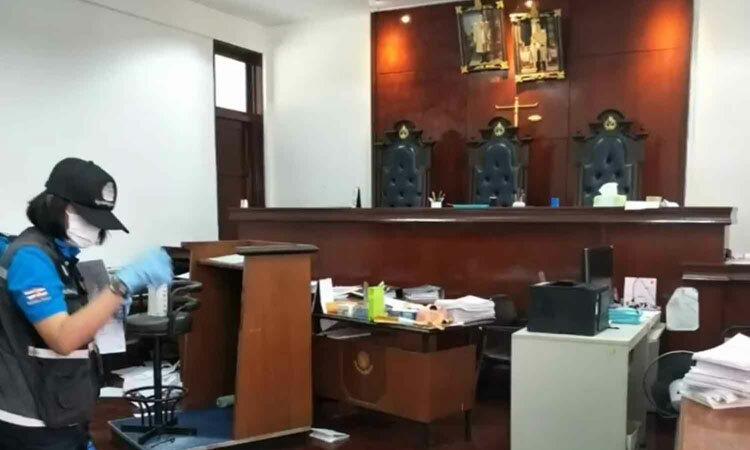 Bên trong phòng xử án nơi xảy ra vụ nổ súng sáng nay tại tỉnh Chanthaburi, Thái Lan. Ảnh