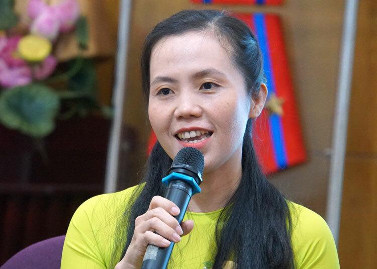 Cô Phạm Thị Thanh Nhung chia sẻ về nghề giáo. Ảnh: Mạnh Tùng.