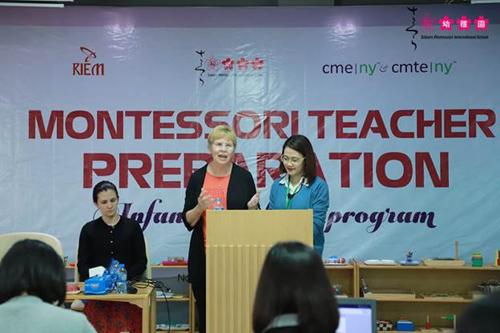 Cô Pat Coffey - Giám đốc và Điều phối viên Mầm non từ CME | NY mang tới cho các giáo viên những kiến thức Montessori cốt lõi