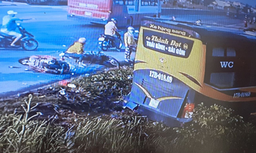 Hình ảnh vụ tai nạn do camera ven đường ghi lại.