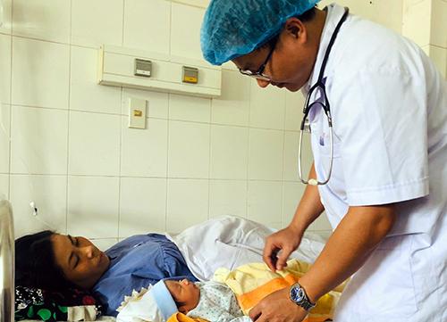 Thai phụ chuyển dạ trong cơn sốt xuất huyết - ảnh 1