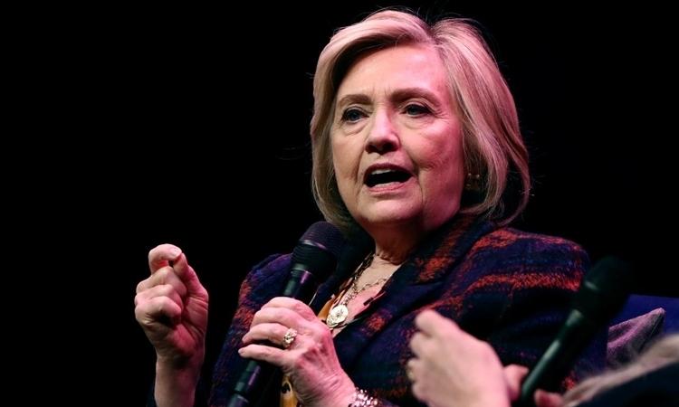 Cựu ngoại trưởng Mỹ Hillary Clinton trong một sự kiện giới thiệu sách ở London, Anh, ngày 10/11. Ảnh: Reuters.