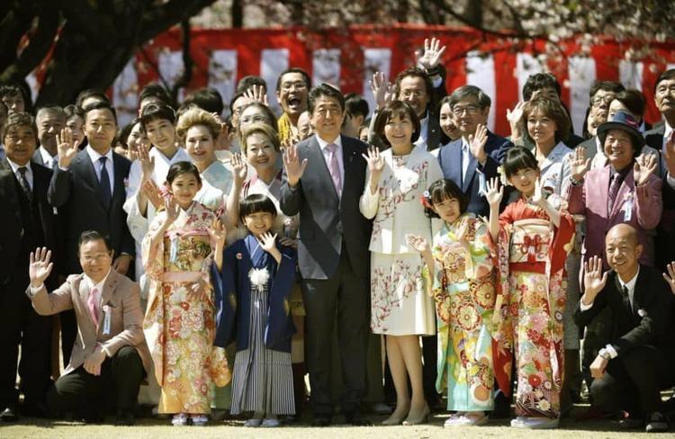 Thủ tướng Nhật hủy tiệc ngắm hoa anh đào - ảnh 1