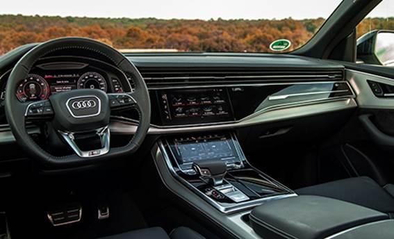 Tổng thể nội thất Audi Q8.