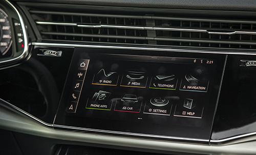 Giao diện màn hình giải trí MMI trên xe.