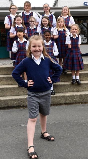 Bé gái 7 tuổi viết thư xin đổi đồng phục - ảnh 1