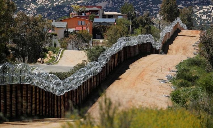 Mỹ có thể livestream cảnh xây tường biên giới - ảnh 1