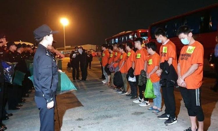 Philipines trục xuất hơn 300 người Trung Quốc - ảnh 1