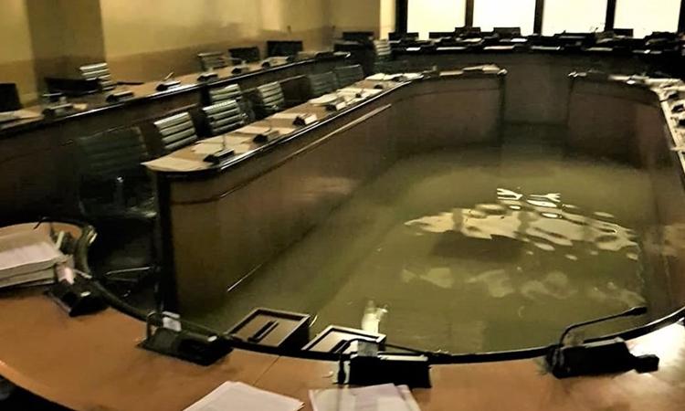 Hội đồng bị lụt khi bàn về bảo vệ môi trường - ảnh 1