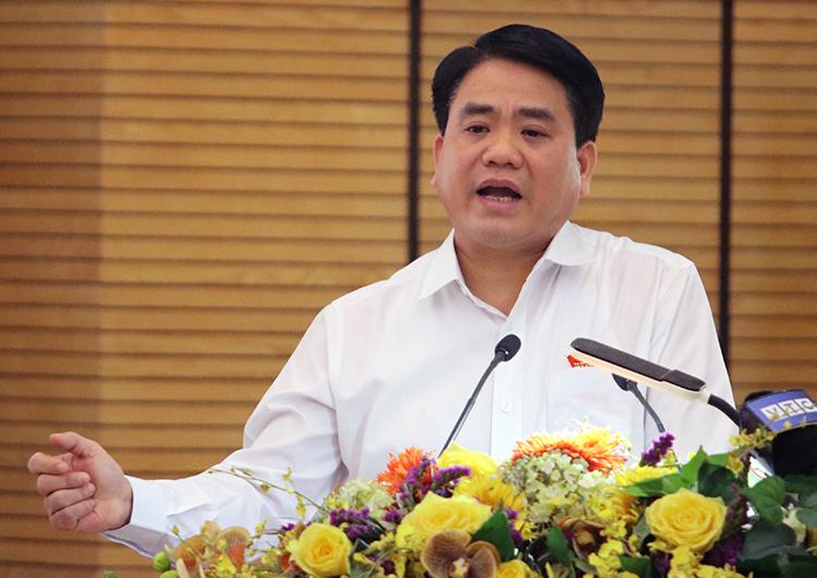 Ông Nguyễn Đức Chung phát biểu tại cuộc tiếp xúc cử tri Hoàn Kiếm chiều 15/11. Ảnh: Võ Hải.
