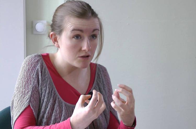 Lindsay Dow chia sẻ về phương pháp học tiếng Anh. Ảnh: Youtube