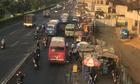 Giao thông Sài Gòn như manh áo chật - xe máy co thì xe buýt mới ấm