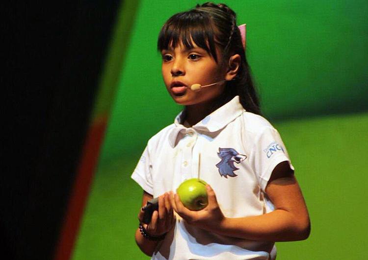 Cô bé 8 tuổi có IQ cao hơn Albert Einstein - ảnh 1