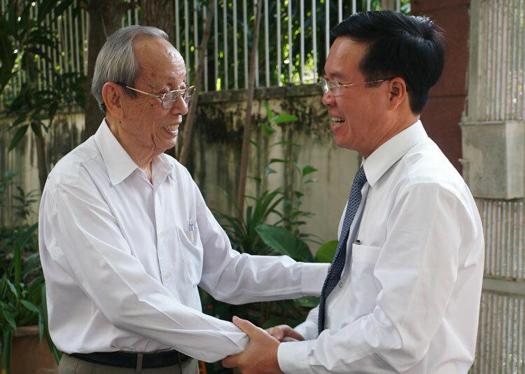 GS Trần Hồng Quân (trái) tiếpông Võ Văn Thưởng sáng 18/11. Ảnh: Mạnh Tùng.