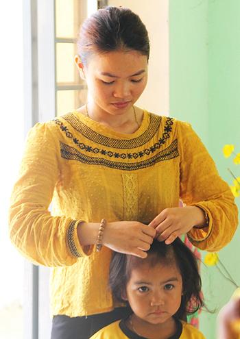 Cô Trần Thị Cư trong lớp học mẫu giáo. Ảnh: Sơn Thủy.