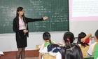 Giáo viên đang cô đơn trên bục giảng