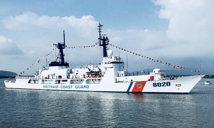 Tàu CBS 8020 được Cảnh sát biển Việt Nam tiếp nhận từ lực lượng Tuần duyên Mỹ. Ảnh: CSBVN.