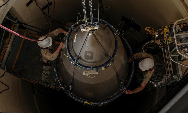 Binh sĩ Mỹ bảo dưỡng tên lửa Minuteman III ở bang Wyoming năm 2018. Ảnh: USAF.