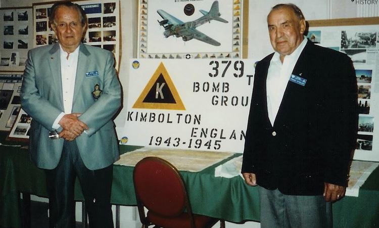 Brown (trái) và Stigler trong một lần gặp mặt. Ảnh: War History.