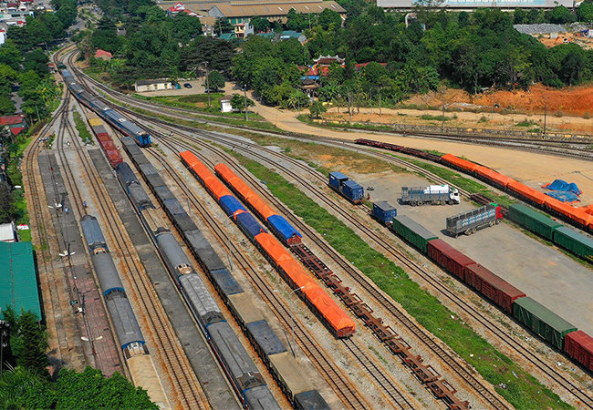Tuyến đường sắt Yên Viên - Lào Cai hoạt động không hiệu quả sau khi có cao tốc Hà Nội - Lào Cai. Ảnh: Giang Huy.