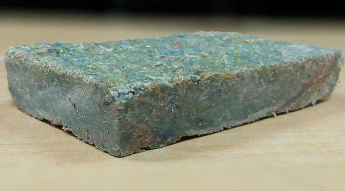 Gạch Plastiqube được làm từ rác thải nhựa. Ảnh: CNN.