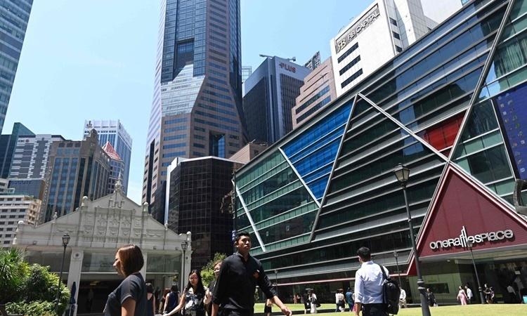 Khu Raffles Place tại Quận Tài chính Singapore. Ảnh: AFP.