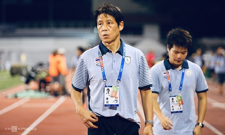 Nishino khẳng định thắng đậm Brunei không quan trọng bằng giữ thể trạng cho cầu thủ. Ảnh: Phạm Đương.