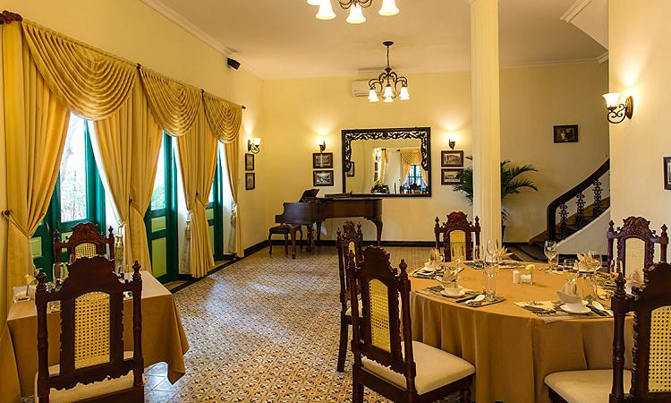Kim Thư làm mới nhà hàng trong biệt thự cổ