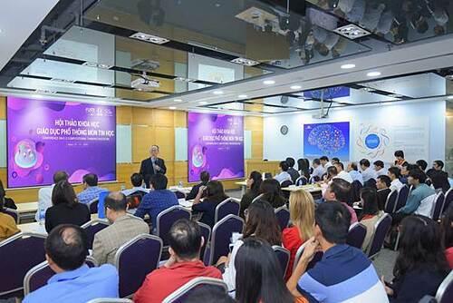 Phó giáo sư, tiếnsĩHồ Sĩ Đàm tại Hội thảo Khoa học Giáo dục Phổ thông môn Tin học do Hocmai.vn và FUNiX tổ chức.