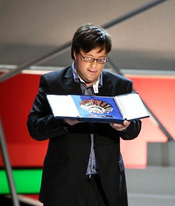 Pablo Pineda nhận giải Vỏ sò bạc dành cho Nam diễn viên xuất sắc nhất tại Liên hoan phim quốc tế San Sebastián. Ảnh: Gorka Estrada.