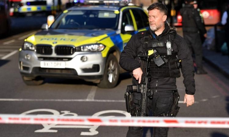 Cảnh sát tại Cầu London chiều 29/11. Ảnh: PA.