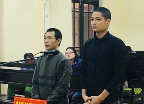 Bị cáo Tú (bên trái) và Dũng tại tòa. Ảnh: Đ.H