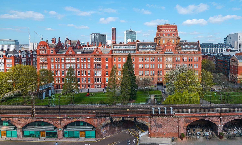 10 đại học tạo ra nhiều triệu phú nhất nước Anh