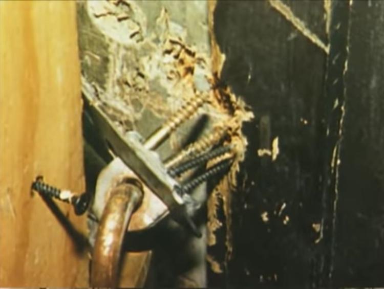 Cửa tầng hầm bị bẩy tung bản lề. Ảnh: Filmrise.