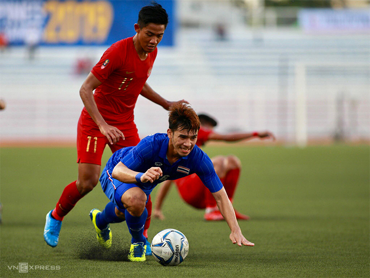 Firza (số 11) trong trận thắng Thái Lan 2-0 ở lượt trận ra quân. Ảnh: Lâm Thoả.