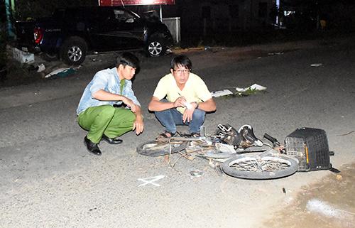Xe đạp điện gãy đôi sau tai nạn. Ảnh: An Phước