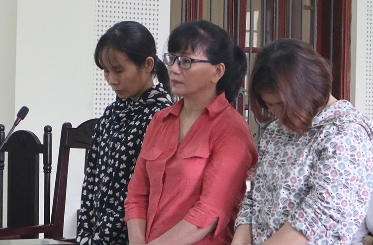 Ba phụ nữ lừa chạy việc bị phạt tù - ảnh 1