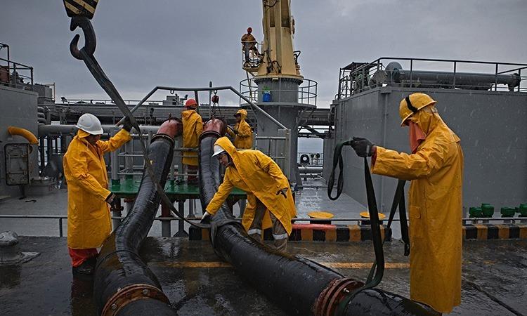 Những thủy thủ tàu viễn dương bật khóc trên biển - ảnh 1