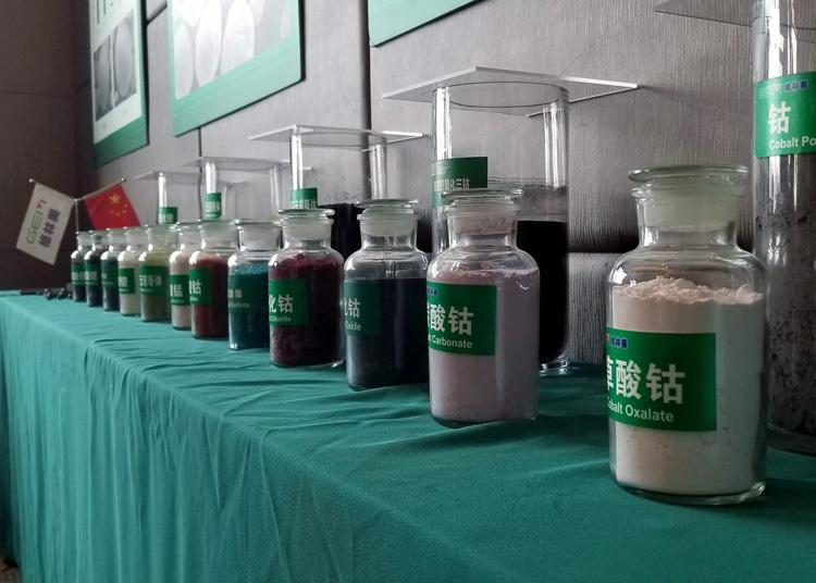 Kim loại pin ở dạng bột được trưng bày tại hội nghị công nghiệp ở Nghi Xương. Ảnh: Gem