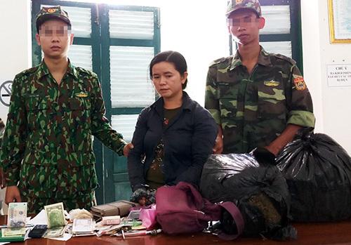 Gần 6 kg cần sa được tuồn vào Việt Nam - ảnh 1