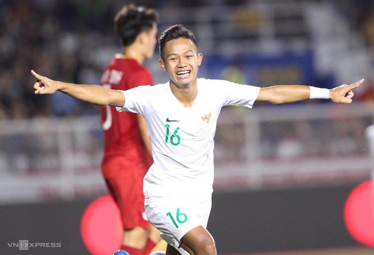 Rizki Sani Fauzi ăn mừng bàn mở tỷ số trong trận thua Việt Nam 1-2 trên sân Rizal Memorial tối 1/12. Ảnh: Đức Đồng