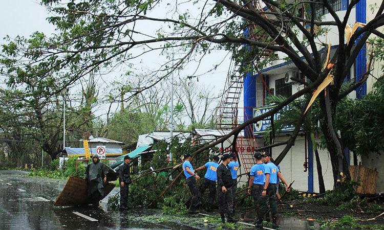 Sân bay Manila đóng cửa vì bão