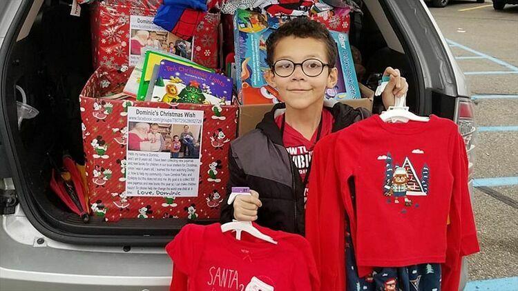 Dominic Miller chuẩn bị quà Giáng sinh cho người vô gia cư. Ảnh: ABC News