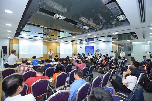 Ông Nguyễn Văn Hạnh - Giám đốc Quỹ Dariu Thụy Sĩ chia sẻ tại hội thảo Giáo dục phổ thông môn Tin học do FUNiX cùng Hệ thống Giáo dục Học Mãitổ chức ởHà Nội mới đây.