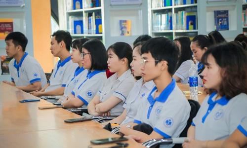 Trường đại học buộc sinh viên mặc đồng phục