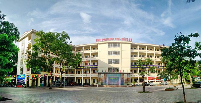 Trường THPT Phan Huy Chú (quận Đống Đa), một trong những cơ sở giáo dục chất lượng cao tăng học phí năm học 2020-2021. Ảnh: PHCedu