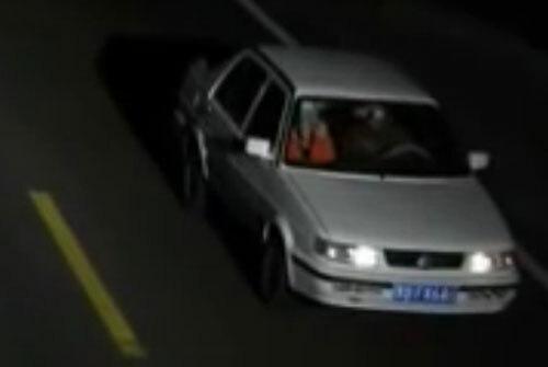 Chiếc xe màu trắng tên hiếp dâm điều khiển. Ảnh: CCTV.